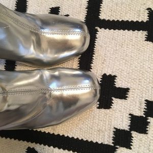 Urban Outfitters Shoes - Urban Outfitters 'Zelda' metallic ankle boots